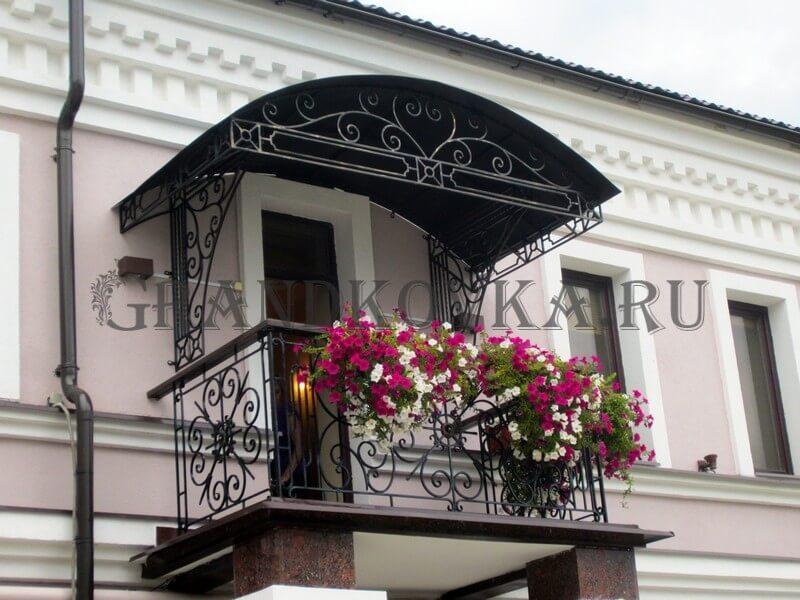 Фото кованого балкона 10