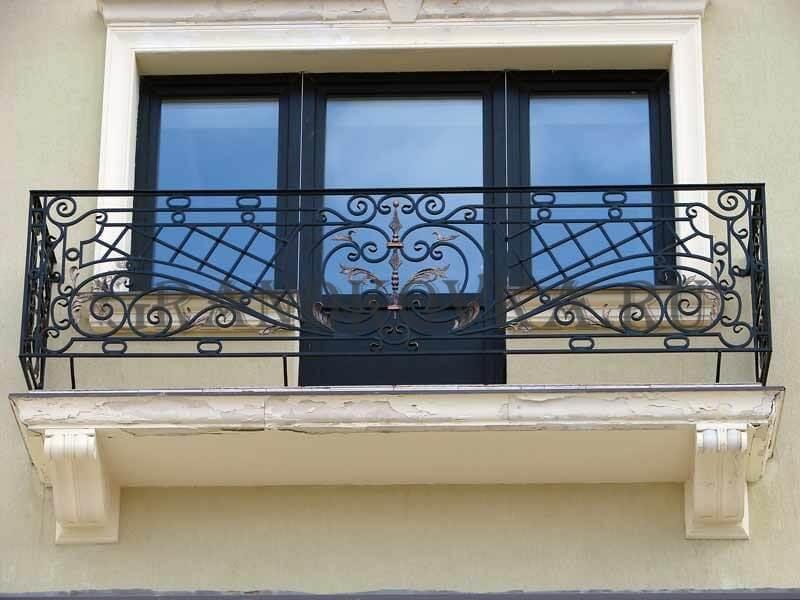 Фото кованого балкона 12