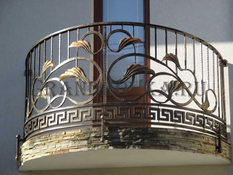 Фото кованого балкона 17