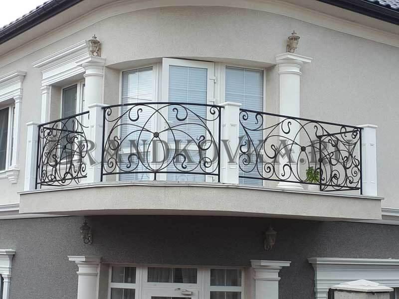 Фото кованого балкона 24