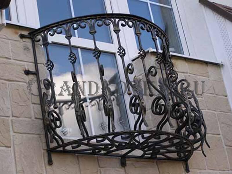 Фото французского кованого балкона 11