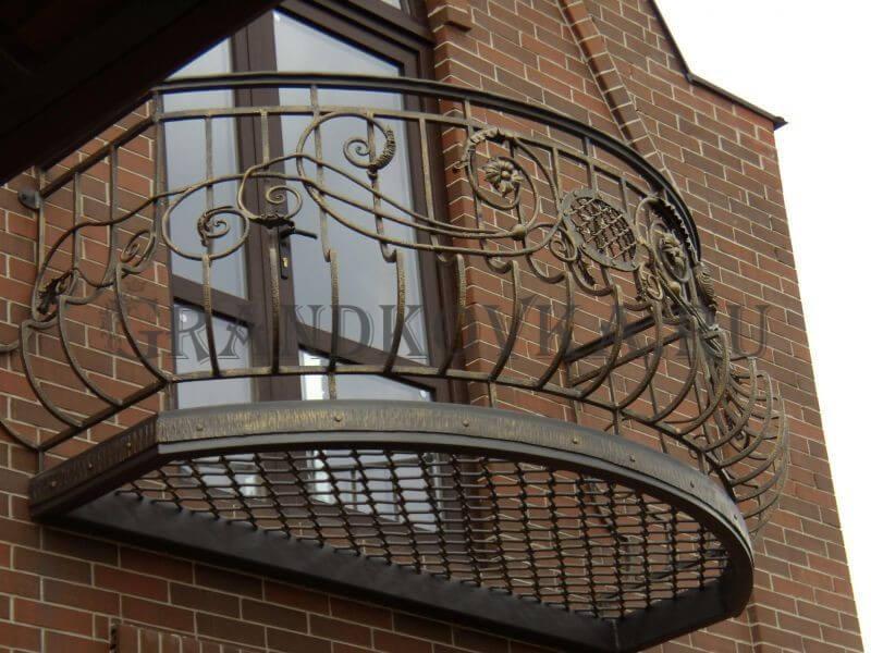 Фото французского кованого балкона 13