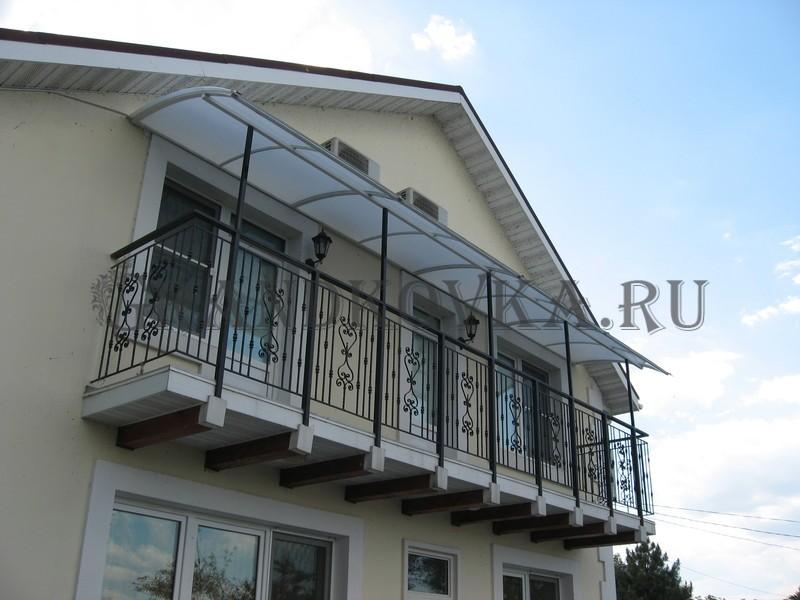 Фото балкона из ковки и поликарбоната 1