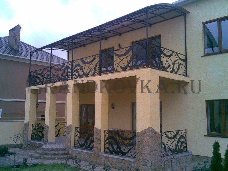 Фото балкона из ковки и поликарбоната 5
