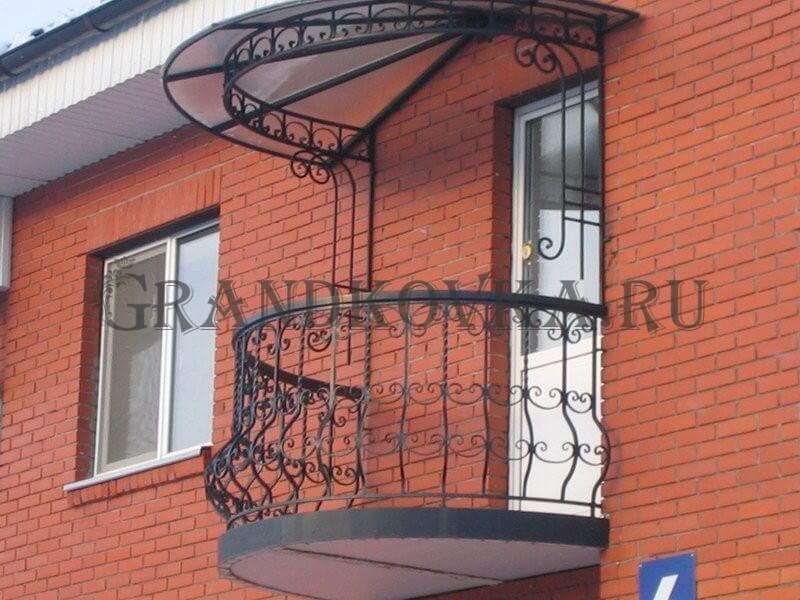 Фото балкона из ковки и поликарбоната 6