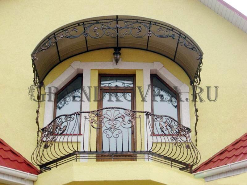 Фото балкона из ковки и поликарбоната 9