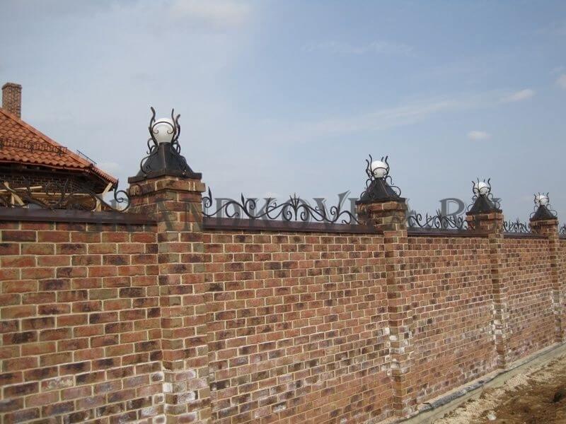 Фото кованых колпаков на кирпичные столбы 10