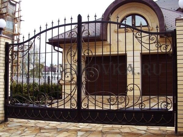 Фото кованых распашных ворот 1