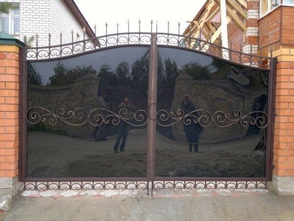 Фото кованых распашных ворот 105