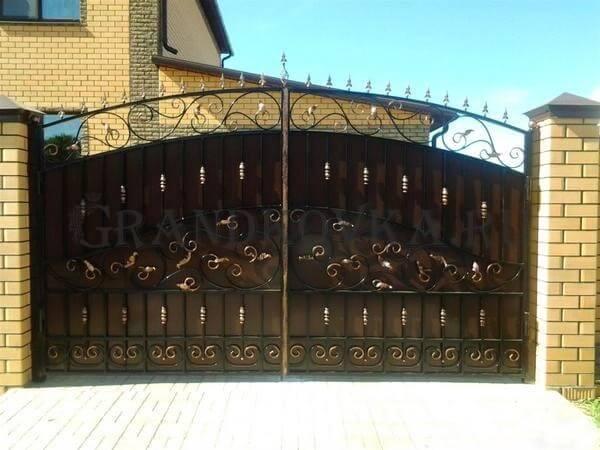 Фото кованых распашных ворот 115