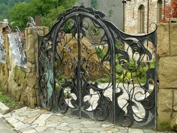 Фото кованых распашных ворот 12