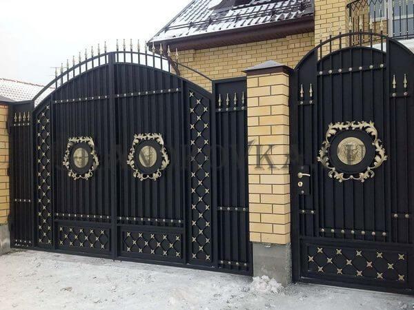 Фото кованых распашных ворот 120