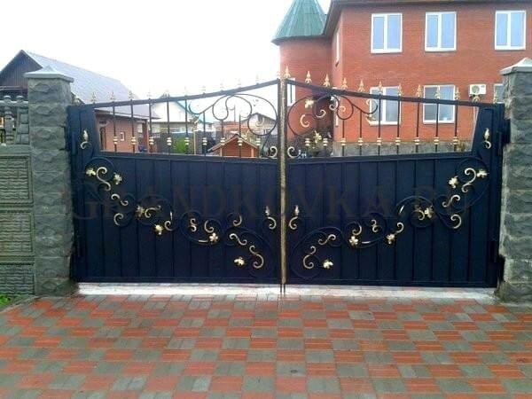 Фото кованых распашных ворот 126