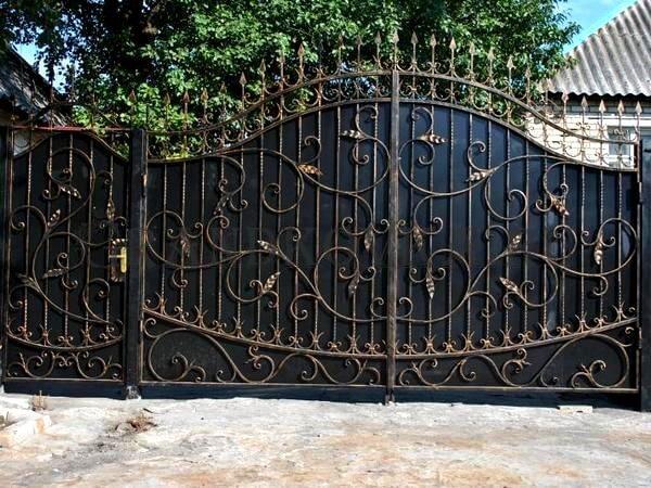 Фото кованых распашных ворот 128