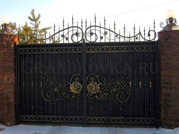 Фото кованых распашных ворот 129