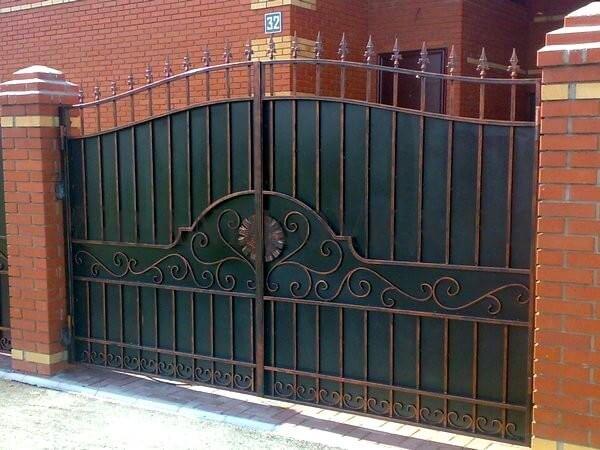 Фото кованых распашных ворот 130