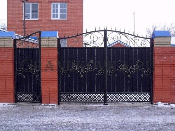 Фото кованых распашных ворот 131