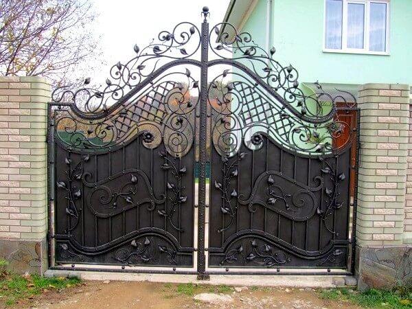 Фото кованых распашных ворот 132