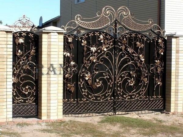 Фото кованых распашных ворот 136