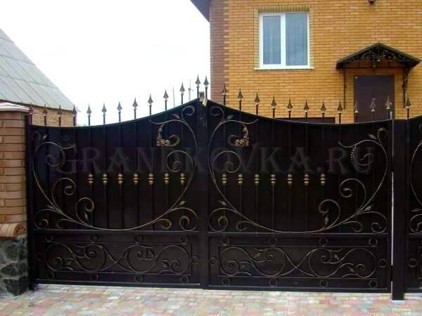 Фото кованых распашных ворот 140