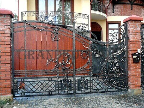 Фото кованых распашных ворот 150