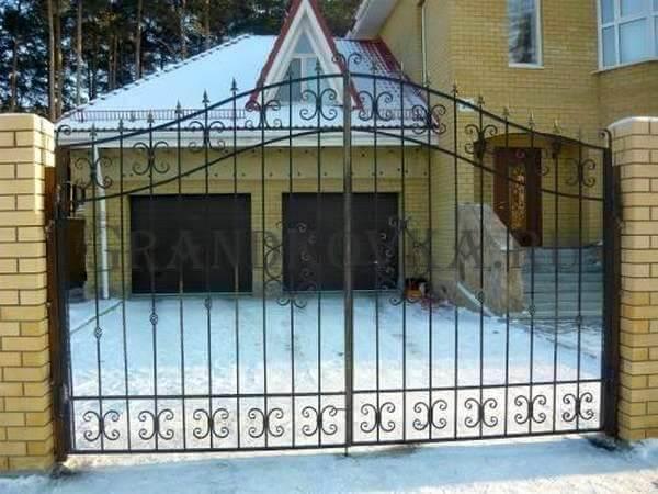 Фото кованых распашных ворот 153