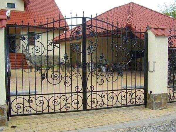 Фото кованых распашных ворот 154