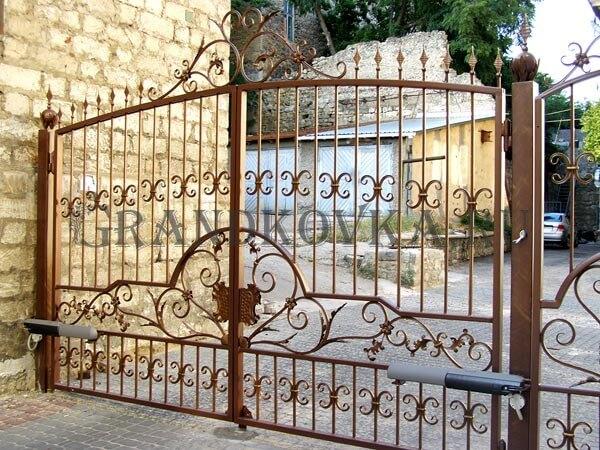 Фото кованых распашных ворот 155