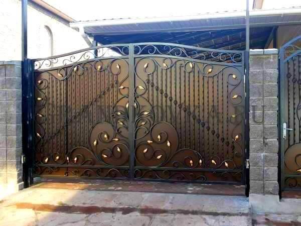 Фото кованых распашных ворот 16