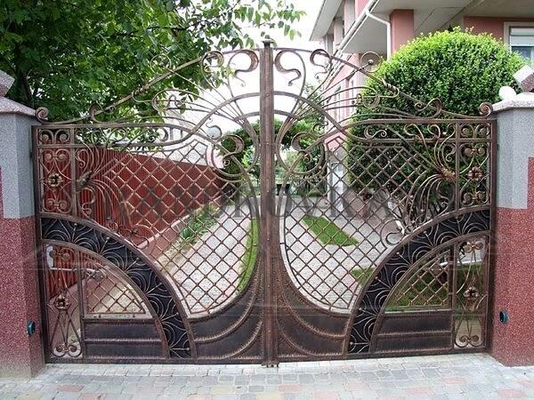 Фото кованых распашных ворот 161