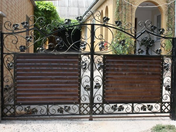 Фото кованых распашных ворот 162