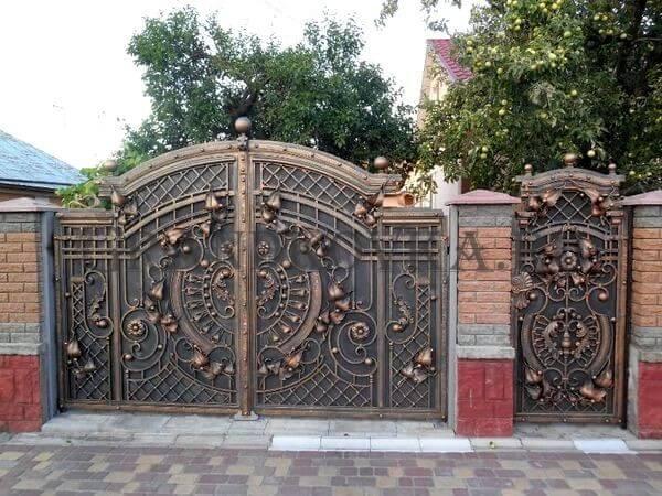 Фото кованых распашных ворот 17