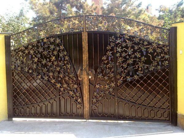 Фото кованых распашных ворот 175