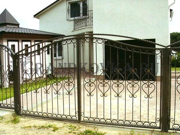 Фото кованых распашных ворот 177