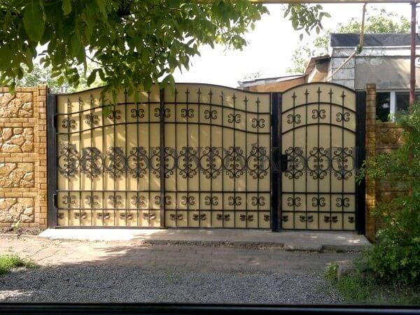 Фото кованых распашных ворот 181