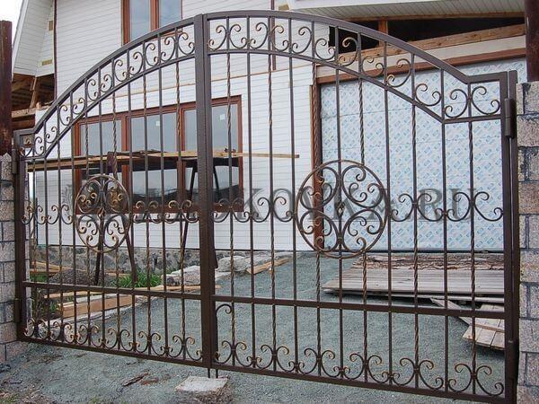 Фото кованых распашных ворот 184