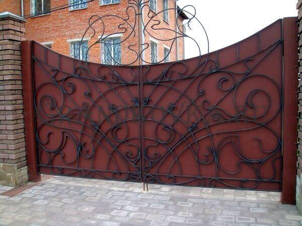 Фото кованых распашных ворот 185