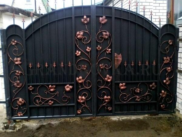 Фото кованых распашных ворот 191