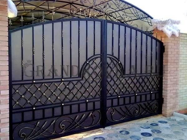 Фото кованых распашных ворот 195