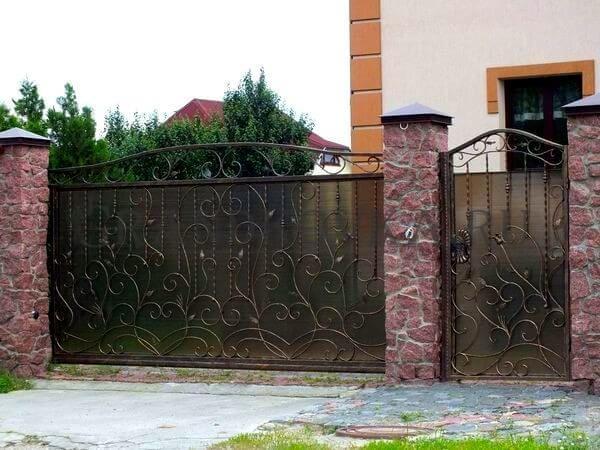 Фото кованых откатных ворот 204
