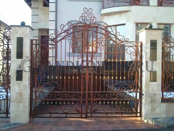 Фото кованых распашных ворот 21