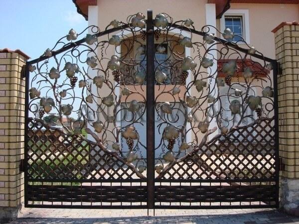 Фото кованых распашных ворот 22