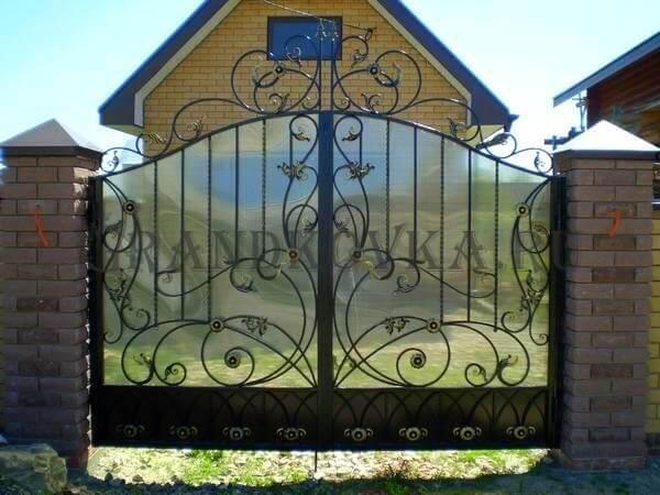 Фото кованых распашных ворот 27