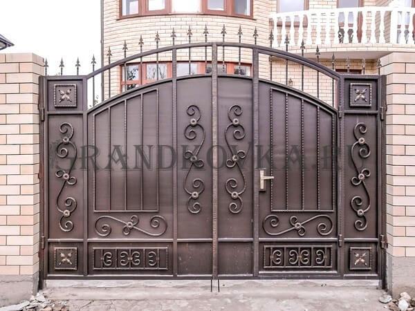 Фото кованых распашных ворот 29