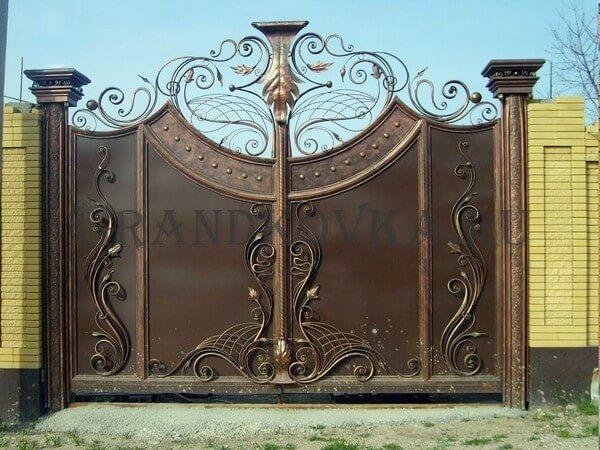 Фото кованых распашных ворот 31