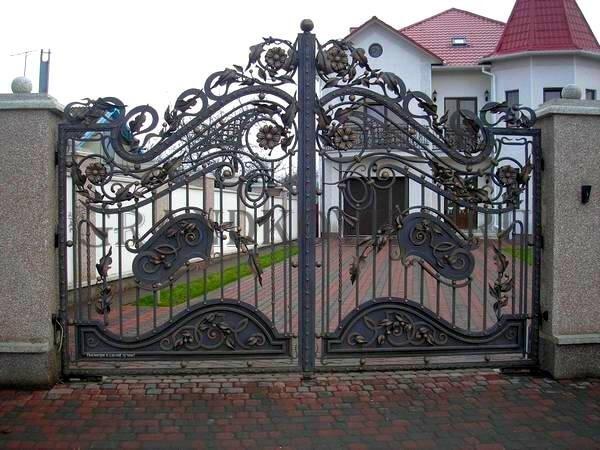 Фото кованых распашных ворот 32