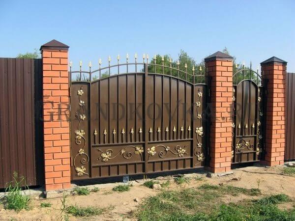 Фото кованых распашных ворот 38