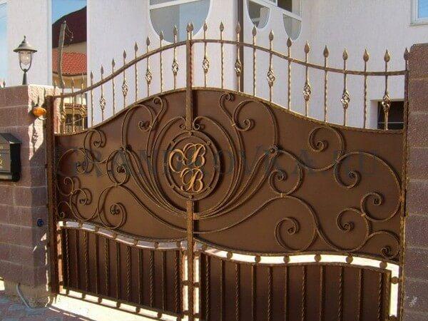 Фото кованых распашных ворот 45