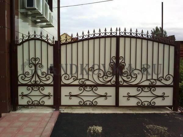 Фото кованых распашных ворот 46