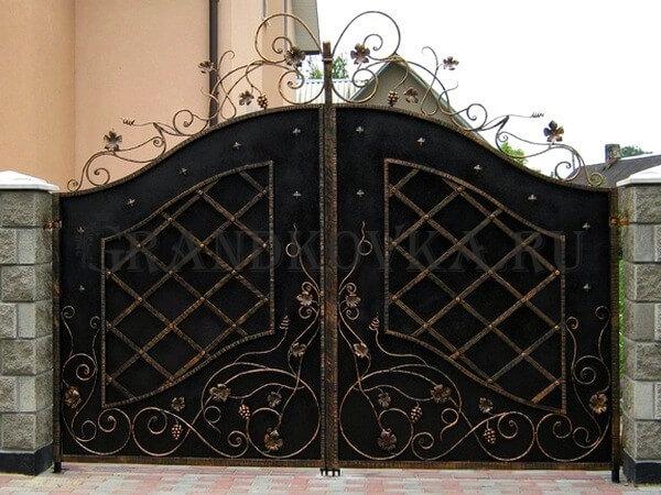Фото кованых распашных ворот 5